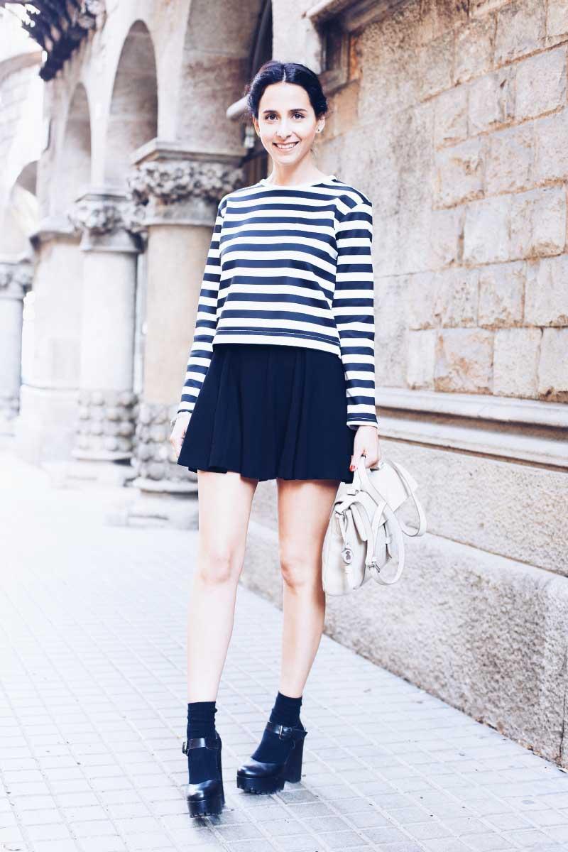 style-in-lima-bloguera-barcelona-influencer-peruana-moda-peru-camiseta-rayas-zapatos-con-medias-plataformas-zara