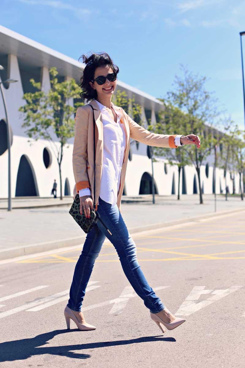 style-in-lima-camisero-blazer-jeans-tacos-bolso-leopardo-nude-rosa-naranja