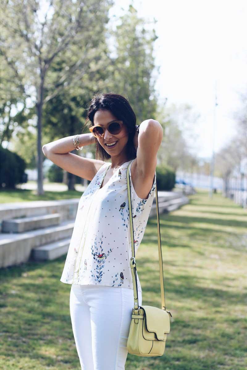 style-in-lima-look-primavera-combinar-como-pantalones-blancos-milagros-plaza-gafas-madewell