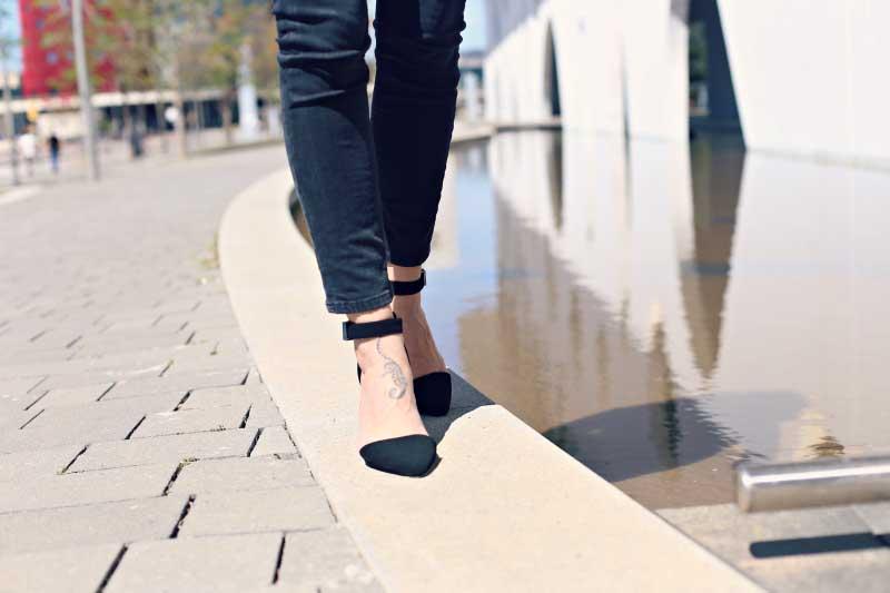 style-in-lima-zapatos-tacon-negro-correa-hebilla