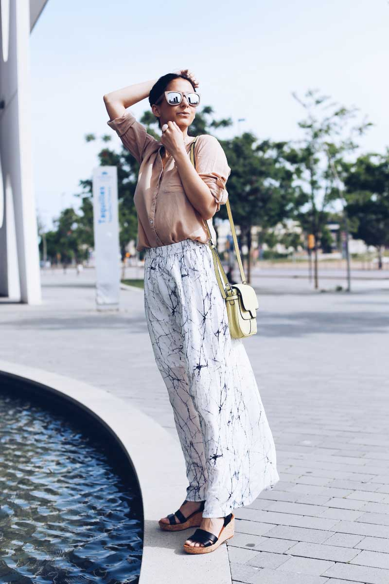marble-print-trend-spring-looks-street-style-maxi-skirt-style-in-lima