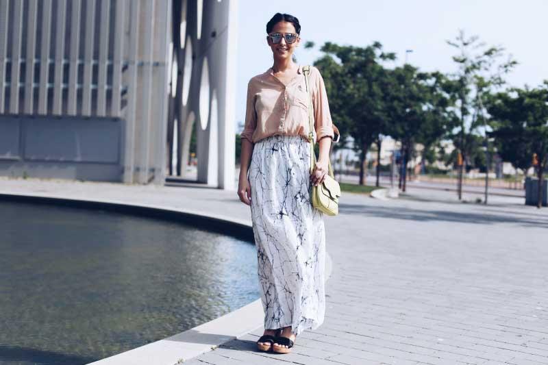 street style fashion blogger maxi falda estampado porcelana indi&cold twist&tango sita nevado milagros plaza style in lima basement peru barcelona