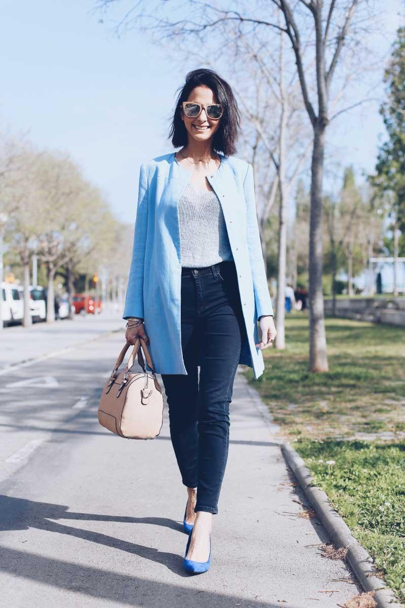 style-in-lima-camiseta-celeste-kimod-pantalon-cintura-topshop-zapatos-azules-zara-bolso-indi-and-cold-abrigo-azul-bebe