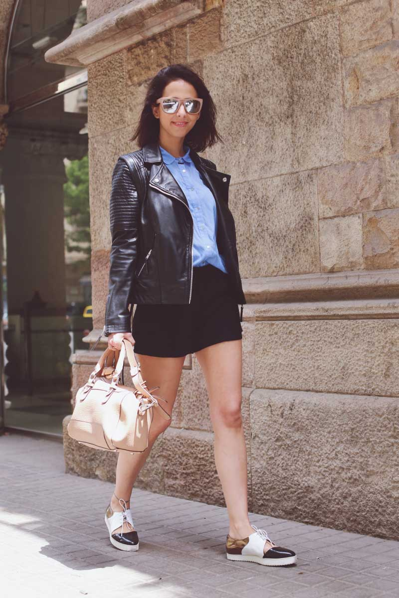 style-in-lima-street-style-looks-chaqueta-piel-twist-and-tango-zapatos-emma-go-suela-blanca-dorados-shorts-cintura