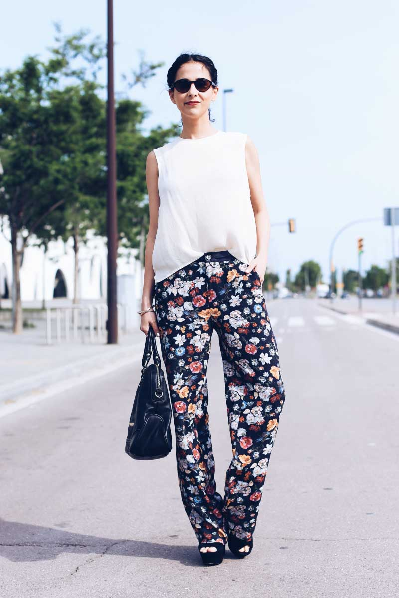 street-style-floral-pants-silk-blouse-spring-look-grettta-streve-madden-spain-style-in-lima