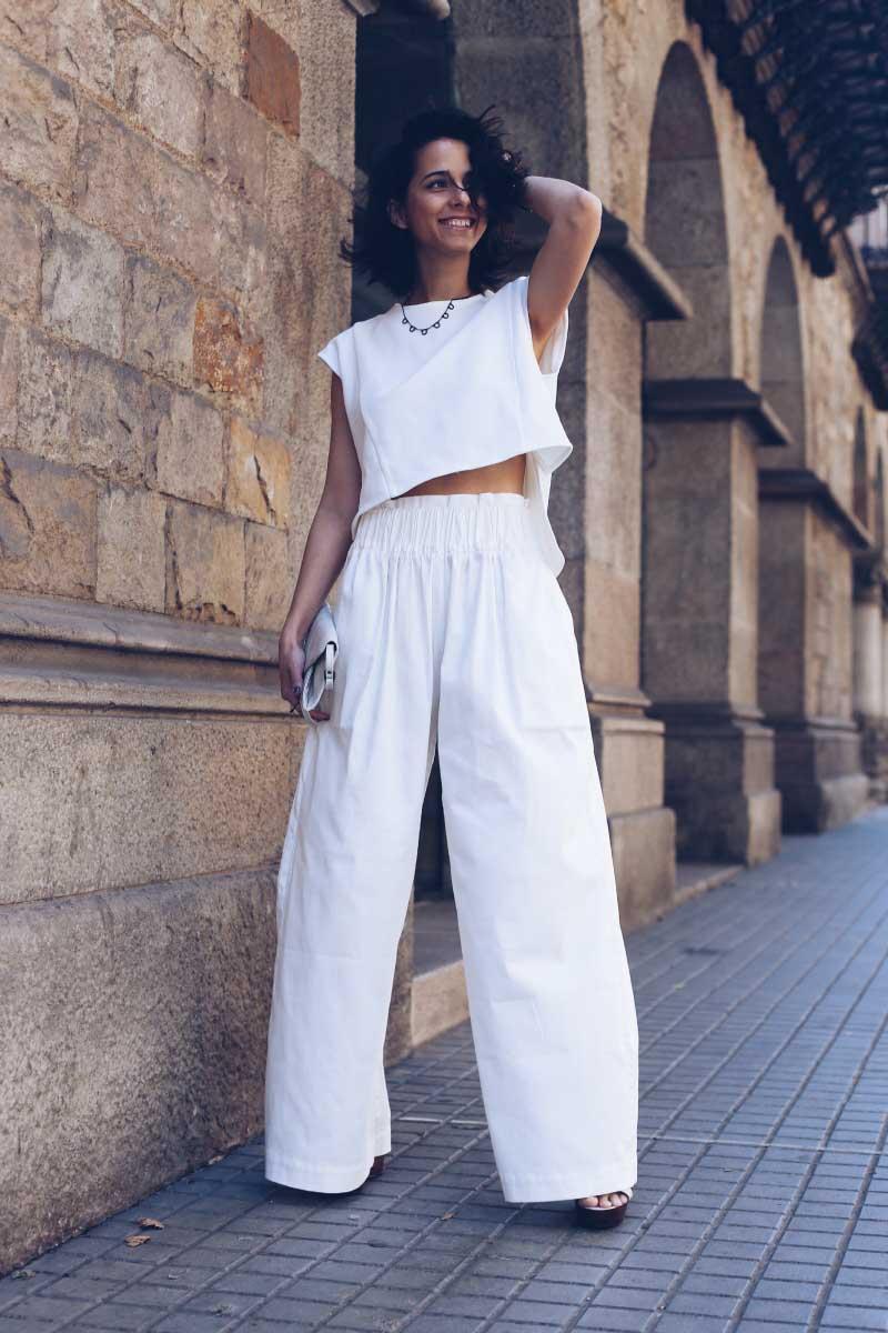 style-in-lima-look-blanco-pantalon-palazzo-cintura-camiseta-blanca-plataformas-aita