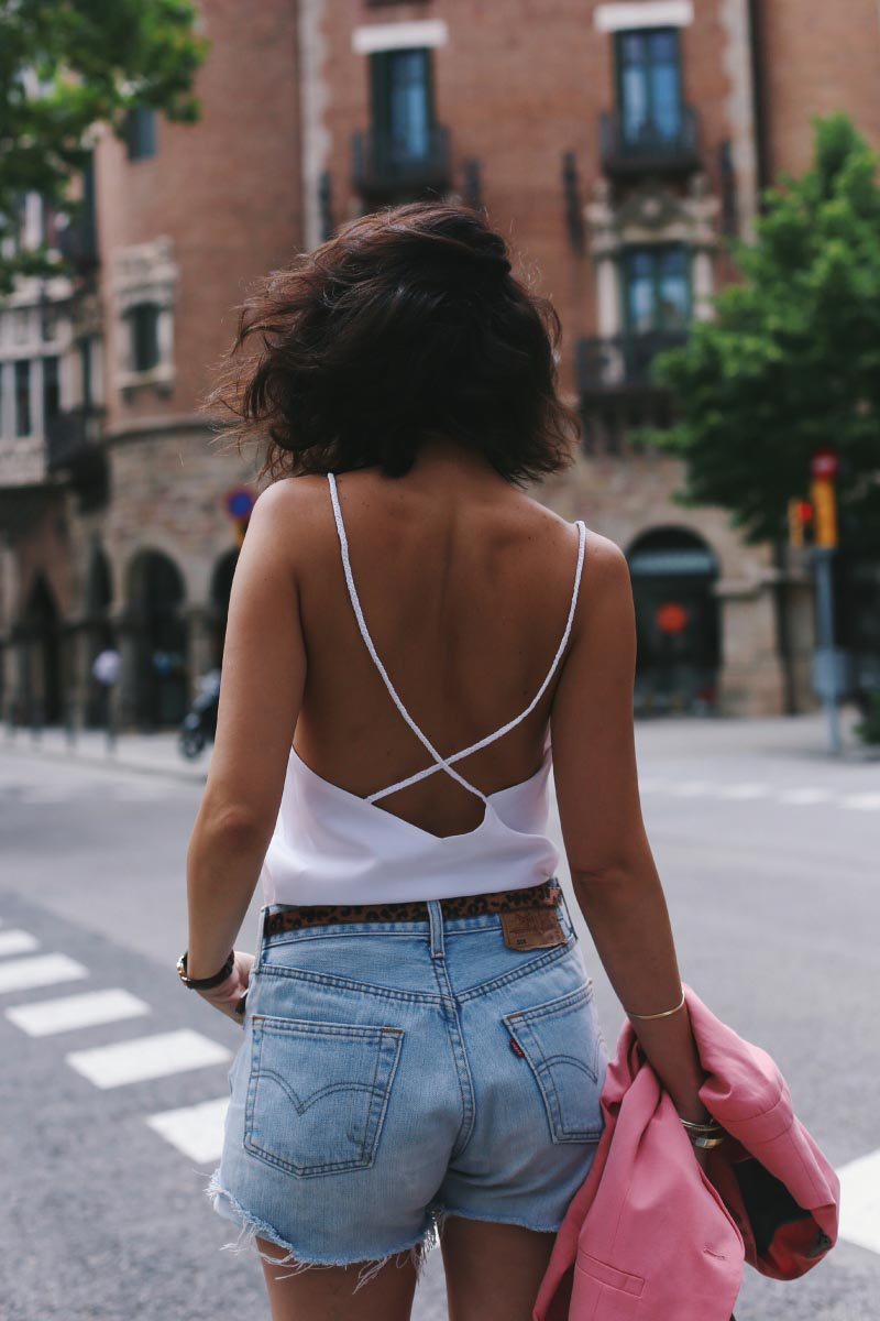 camiseta-espalda-abierta