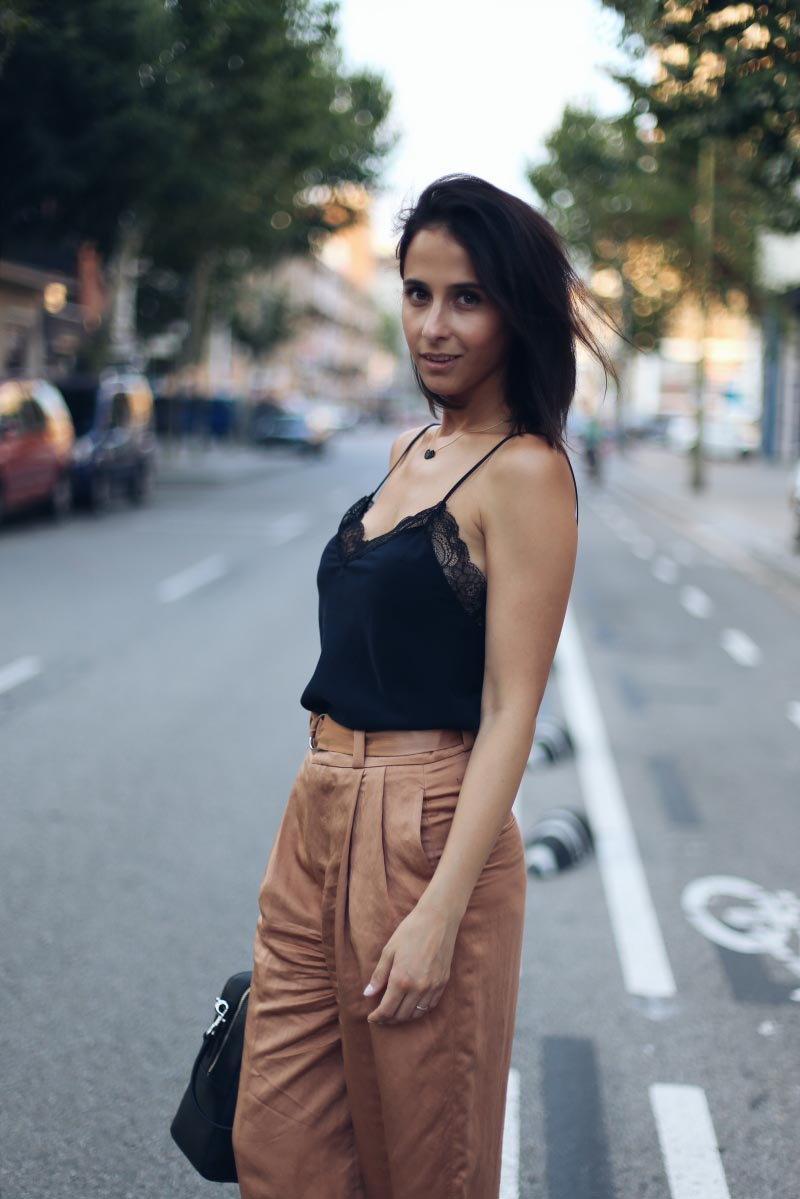 camiseta-negra-encaje