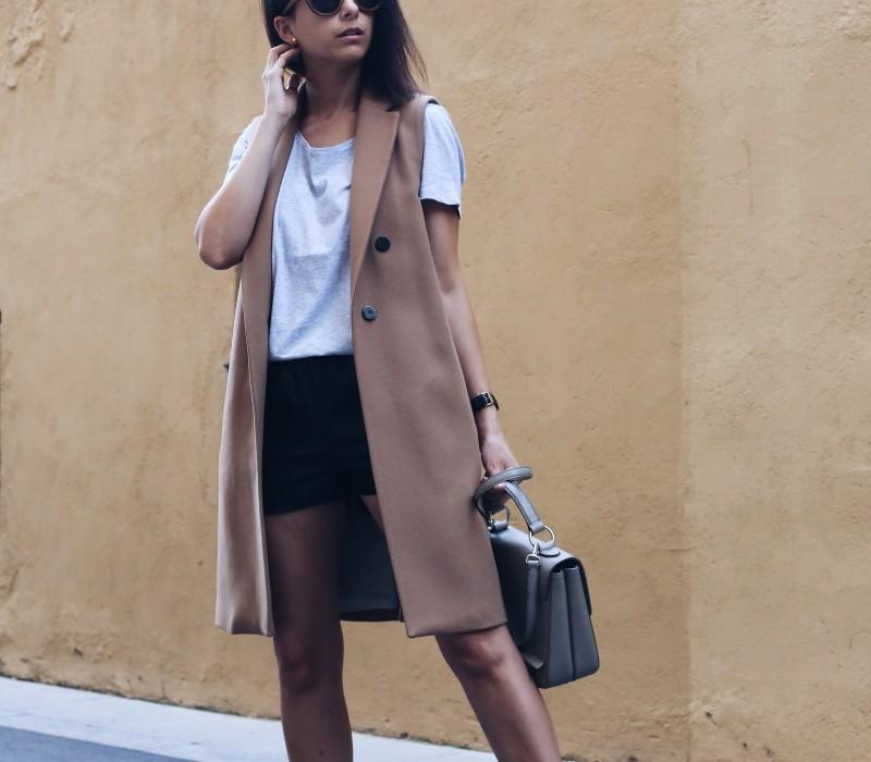 cómo llevar un chaleco largo