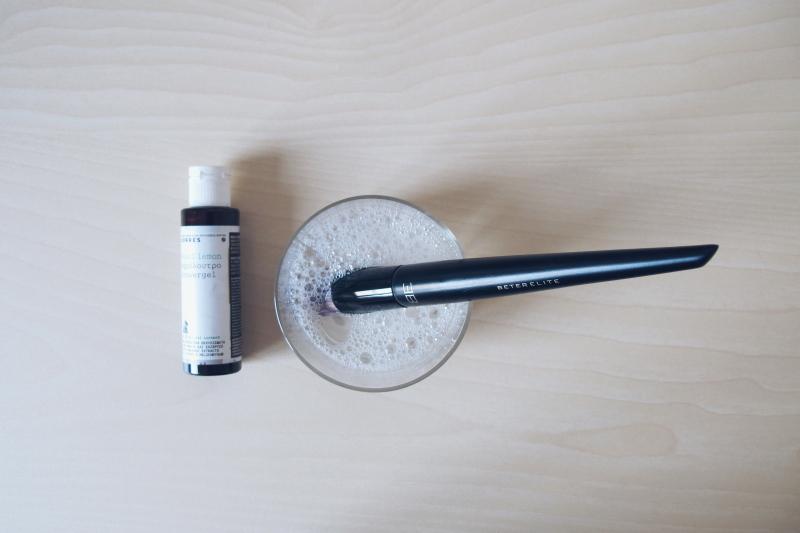 como-lavar-brocha-maquillaje