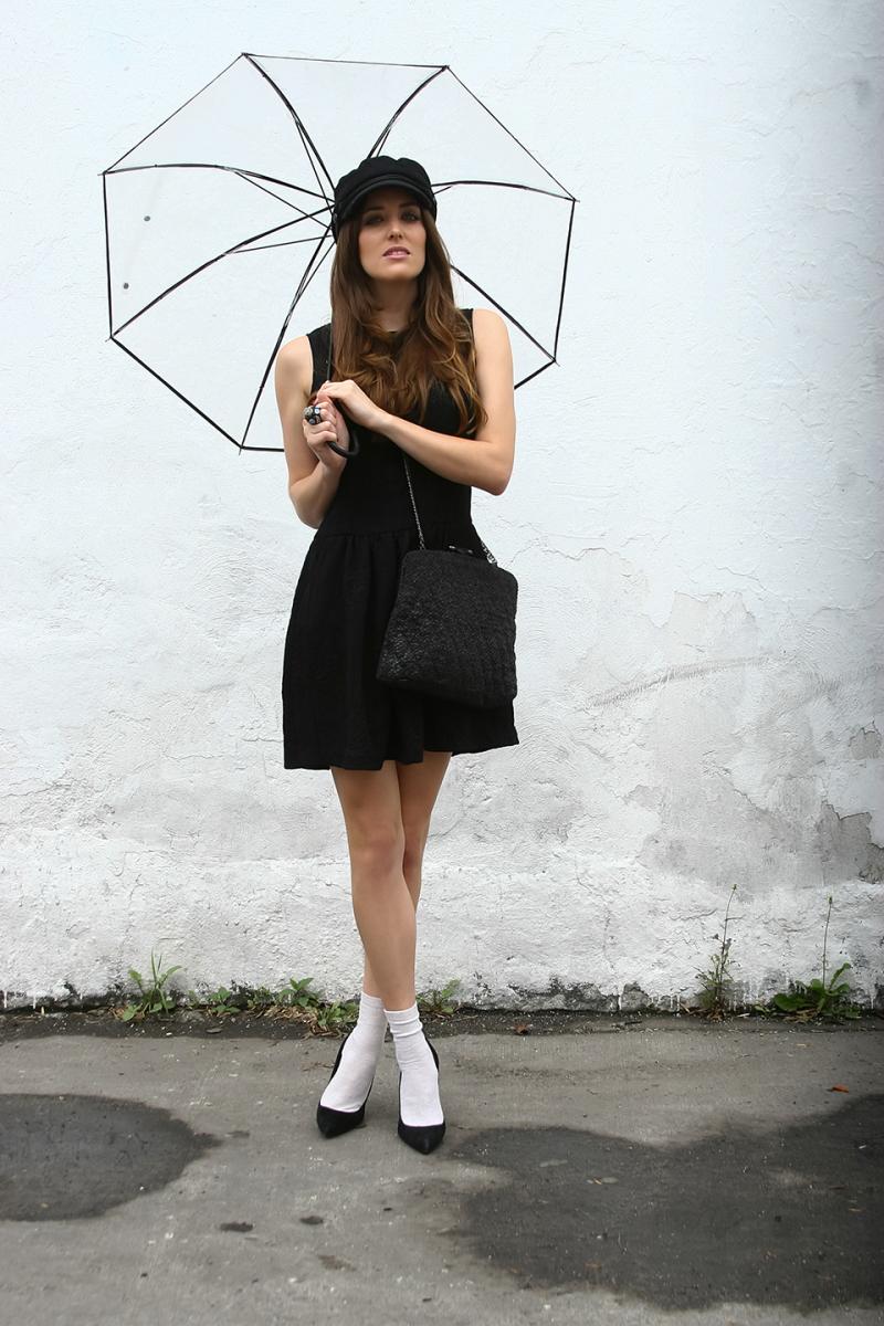 medias-blancas-zapatos-negros