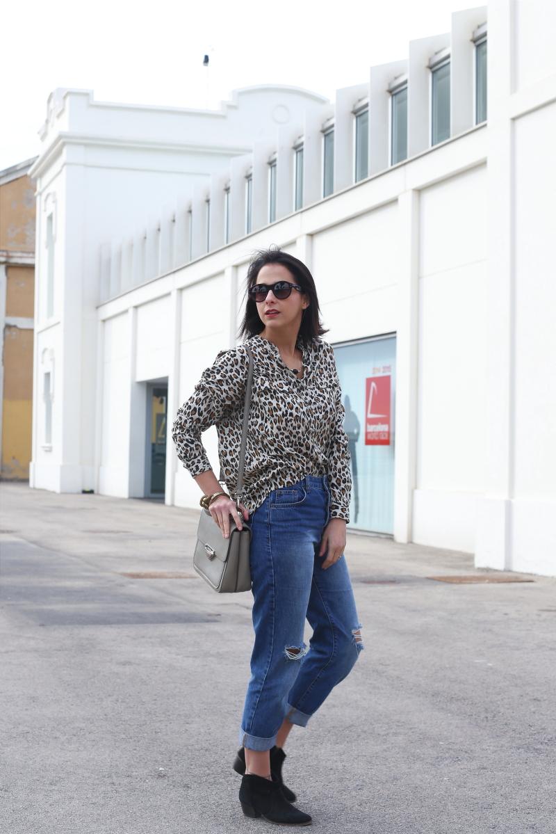 Como-Llevar-Camisa-Leopardo
