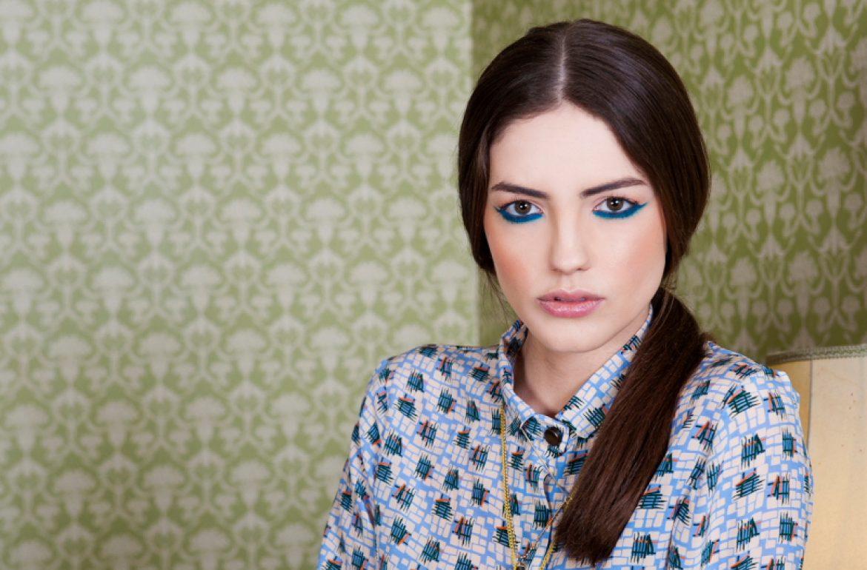 kellianne-photographer-blue-eyeliner-model