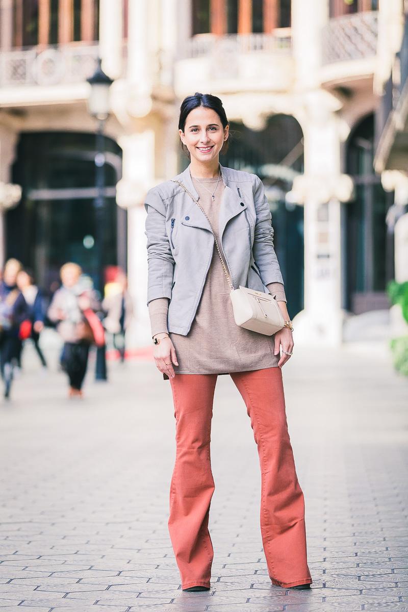 look-consejos-para-llevar-un-pantalón-campana-styleinlima