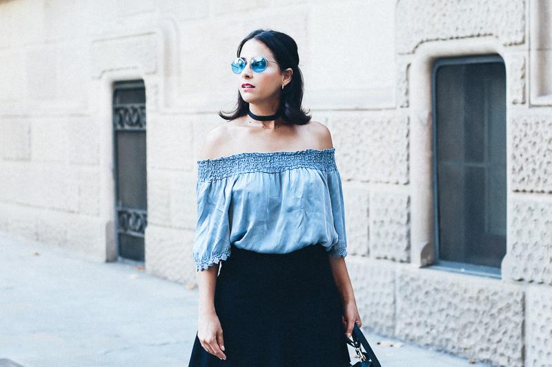 look-top-volantes-hombros-descubiertos-azul-verano-fashion-blogger-IMG_5627
