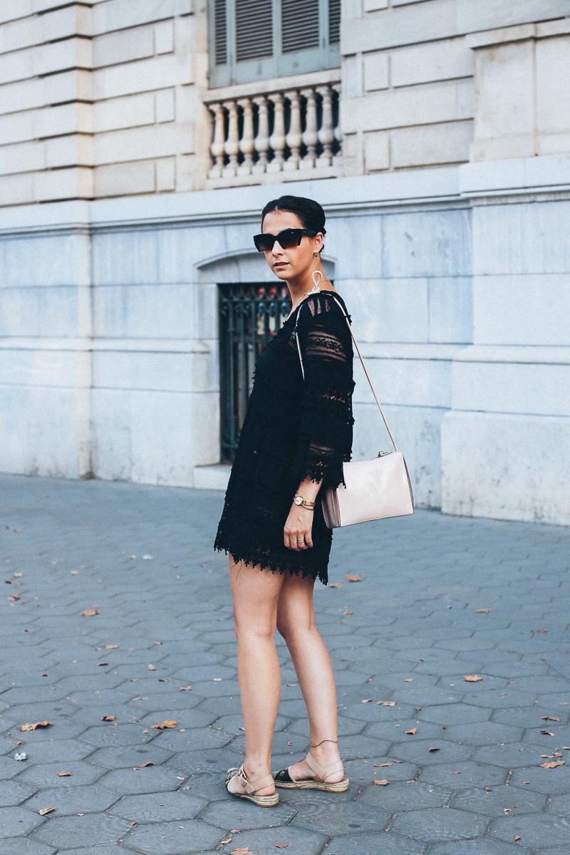 look vestido de encaje negro