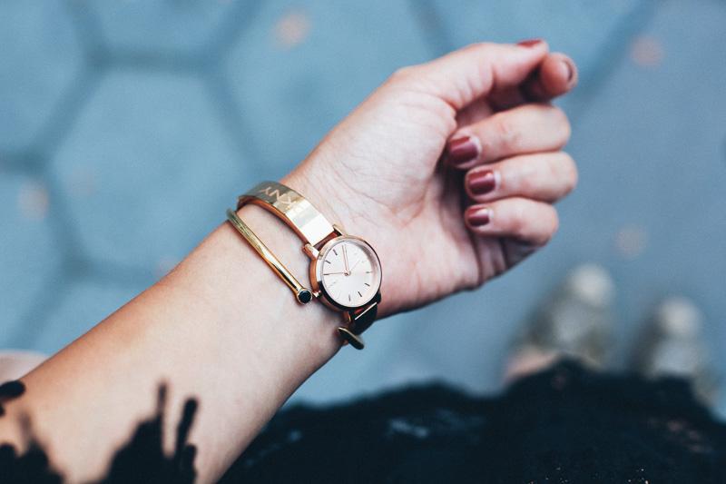 reloj dorado dkny