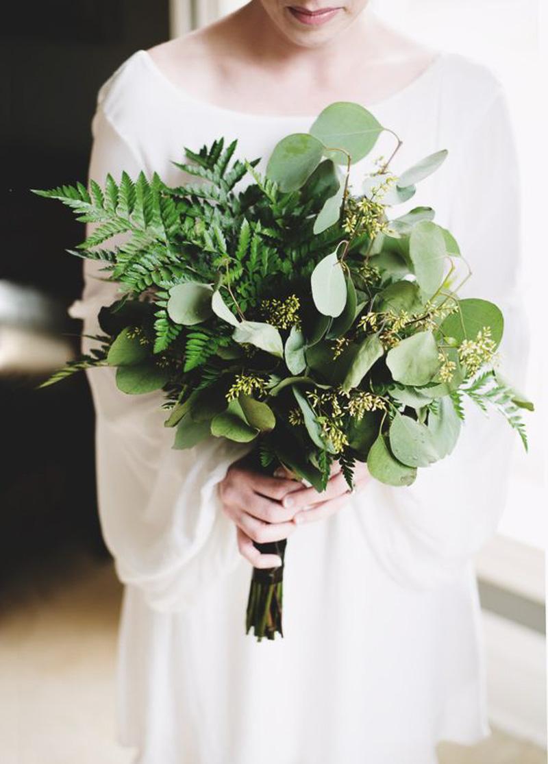 look-que-ponerse-para-una-boda-civil-styleinlima-ramo-verde-novia
