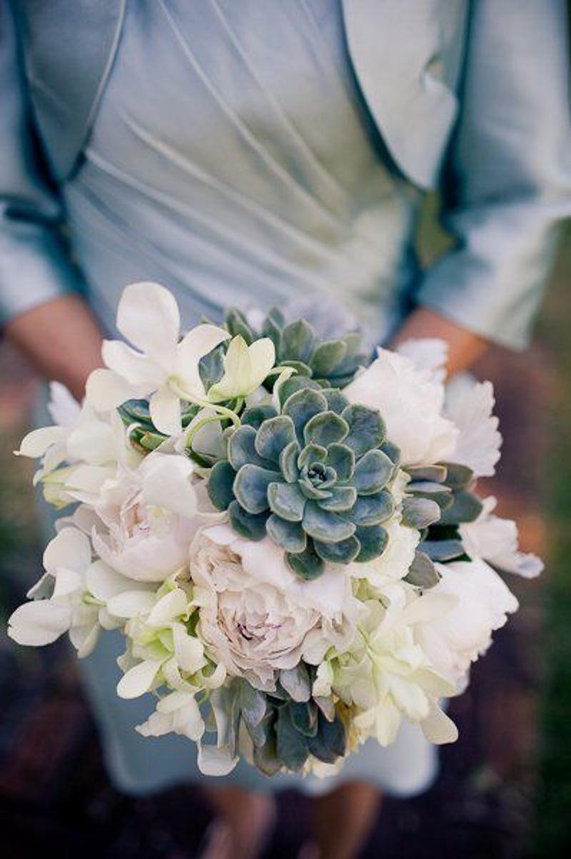 look-que-ponerse-para-una-boda-civil-styleinlima-suculent-bouquet