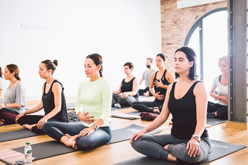clase-yoga-veronica-blume-barcelona-quick-step-la-shala-gcm_4795