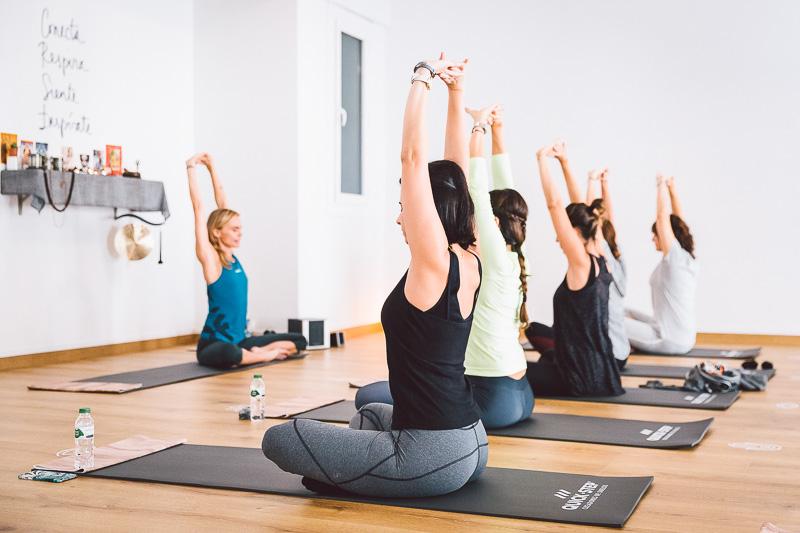 clase-yoga-veronica-blume-barcelona-quick-step-la-shala-gcm_4798