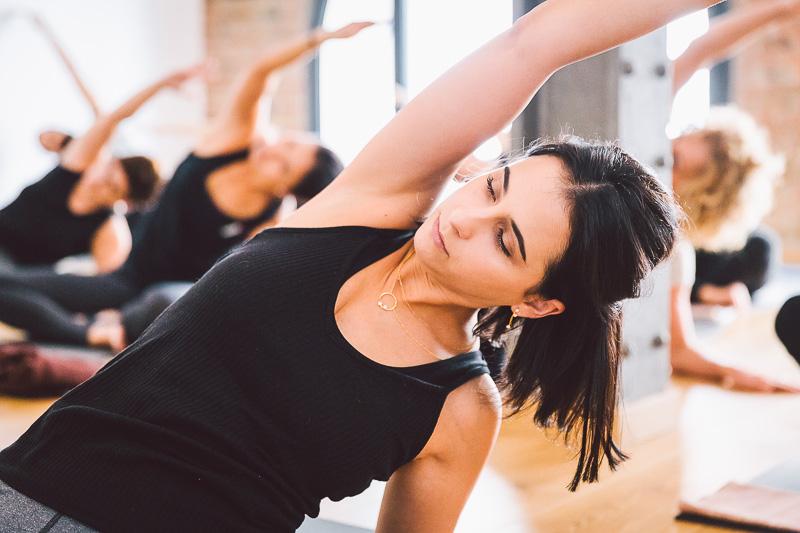 clase-yoga-veronica-blume-barcelona-quick-step-la-shala-gcm_4821