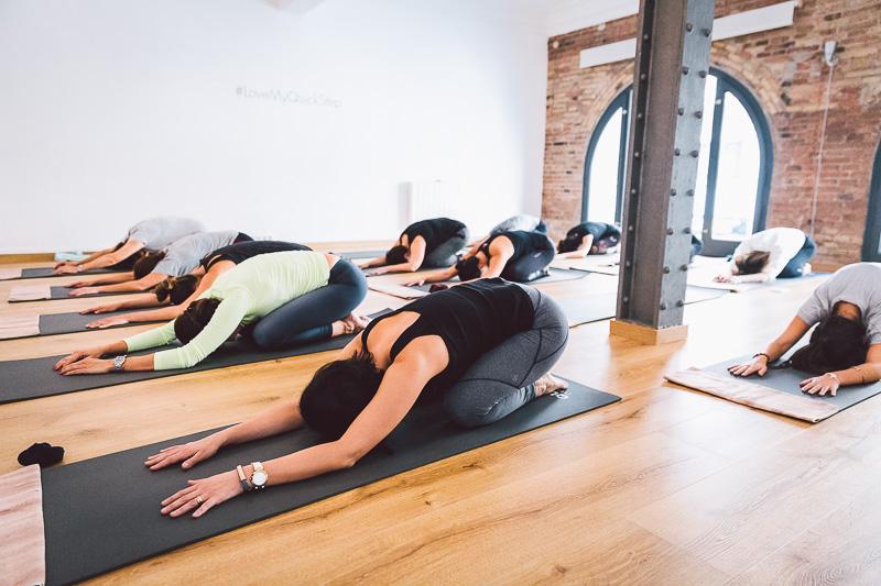 clase-yoga-veronica-blume-barcelona-quick-step-la-shala-gcm_4867