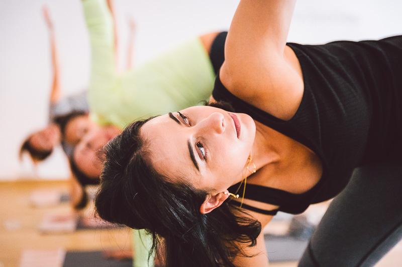 clase-yoga-veronica-blume-barcelona-quick-step-la-shala-gcm_4886