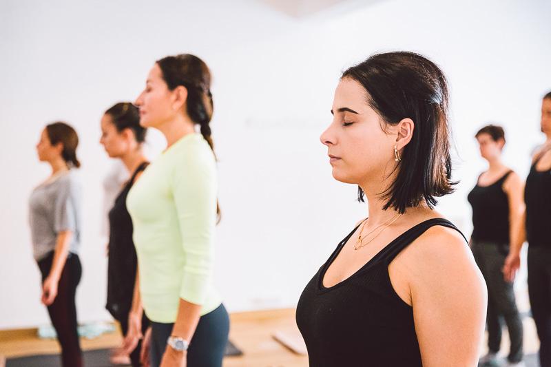 clase-yoga-veronica-blume-barcelona-quick-step-la-shala-gcm_4890