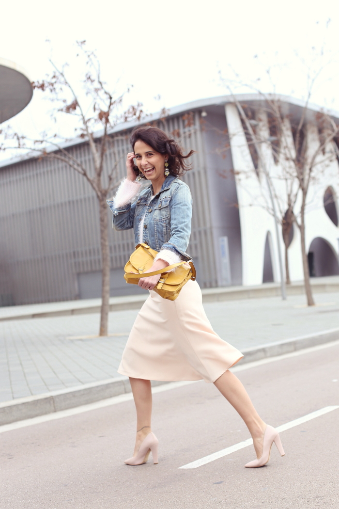 style-in-lima-soft-pink-midi-skir-yellow-bag
