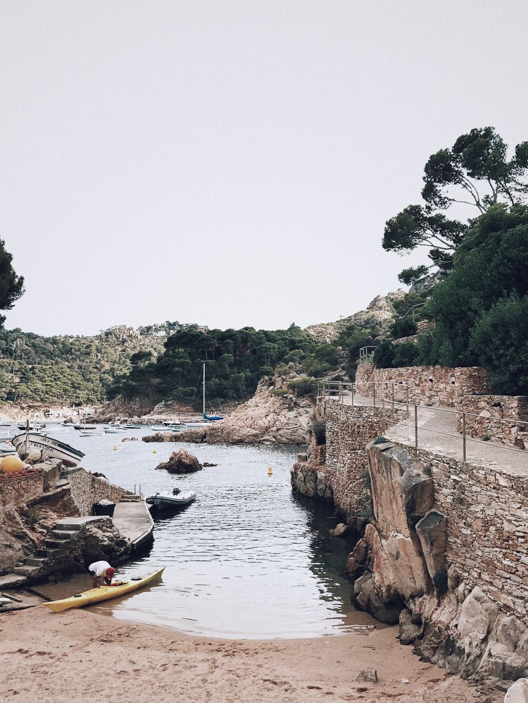 Cala Aigua Blava, La Costa Brava en Girona, Cataluña