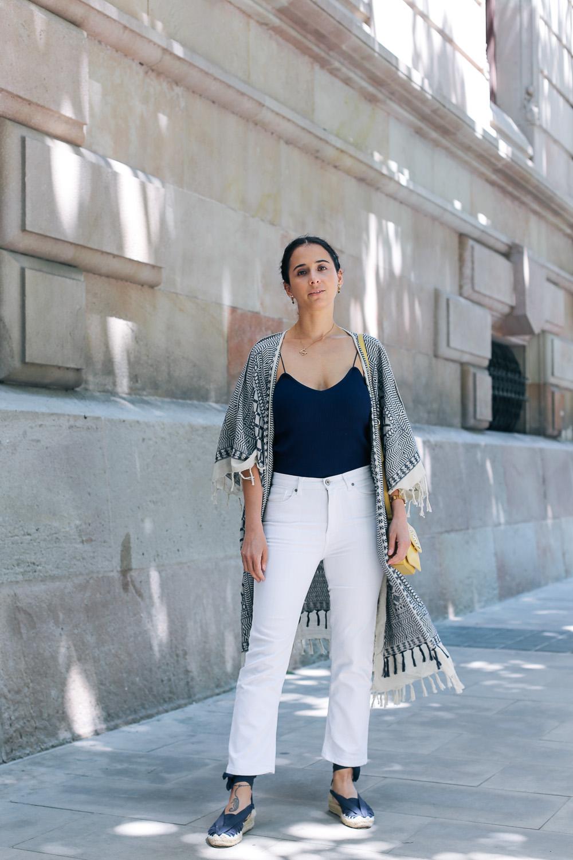 look-pantalon-blanco-kimono-becksondergaard-bolso-amarillo-streetstyle-barcelona-IMG_8172