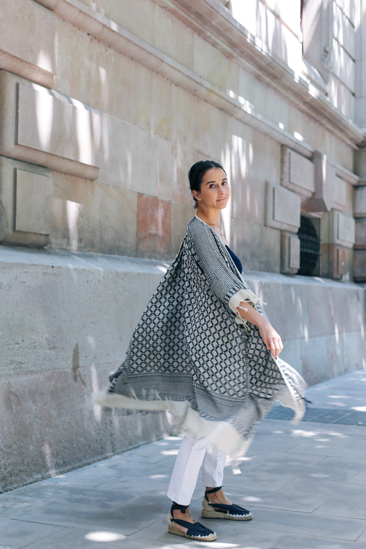 look-pantalon-blanco-kimono-becksondergaard-bolso-amarillo-streetstyle-barcelona-IMG_8186