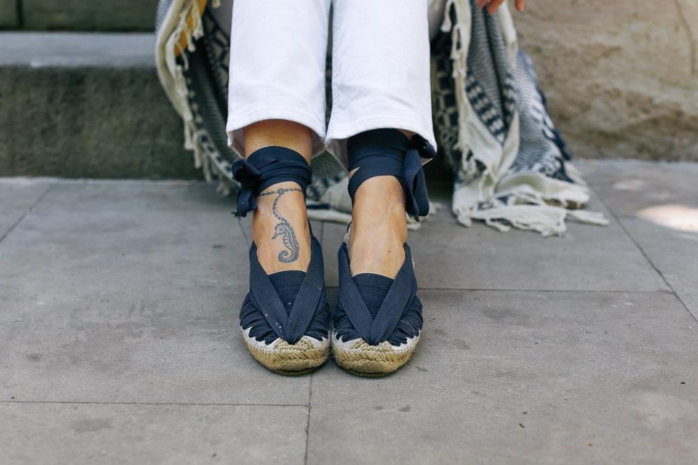 look-pantalon-blanco-kimono-becksondergaard-bolso-amarillo-streetstyle-barcelona-IMG_8242