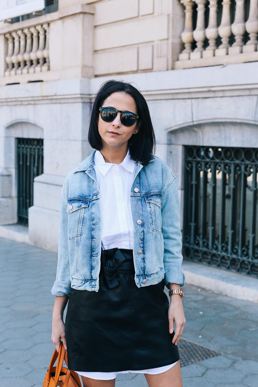 falda-piel-reciclada-ecologica-cinturon-camisa-blanca-barcelona-street-style-IMG_5098