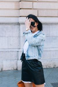 falda-piel-reciclada-ecologica-cinturon-camisa-blanca-barcelona-street-style-IMG_5149