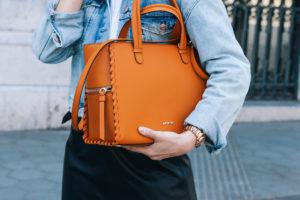 falda-piel-reciclada-ecologica-cinturon-camisa-blanca-barcelona-street-style-IMG_5161