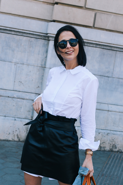 falda-piel-reciclada-ecologica-cinturon-camisa-blanca-barcelona-street-style-IMG_5190