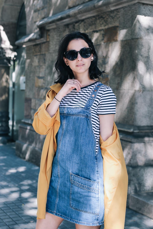 look-espardenyas-camiseta-rayas-peto-vaquero-streetstyle-barcelona-IMG_7724