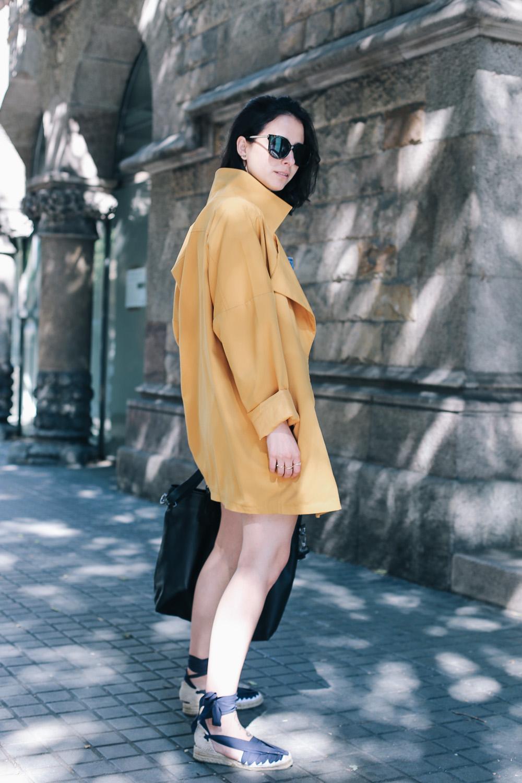 look-espardenyas-camiseta-rayas-peto-vaquero-streetstyle-barcelona-IMG_7737
