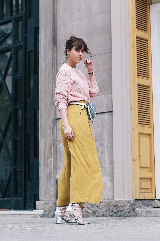 pantalon mostaza de zara